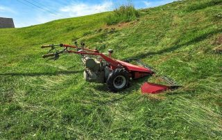 Top 16 Best Lawnmowers for Hills in 2020 + Guide & FAQs